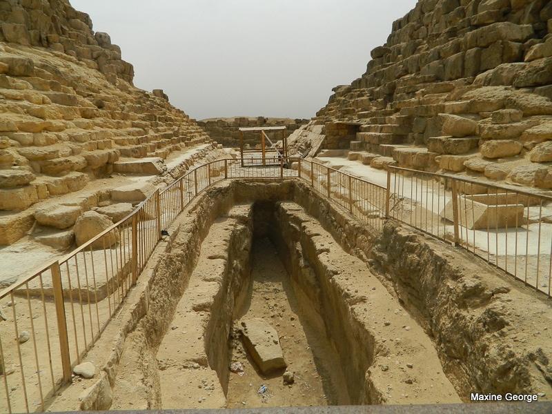Pitt boats, great pyramids Egypt