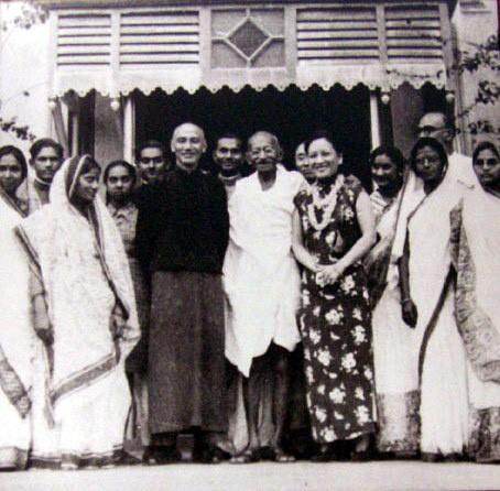Chaing Kai Shek, Madame Chaing and Mahatma Ghandi