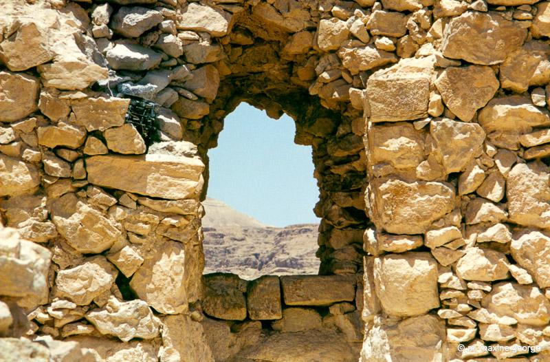 The hole in the wall, Masada