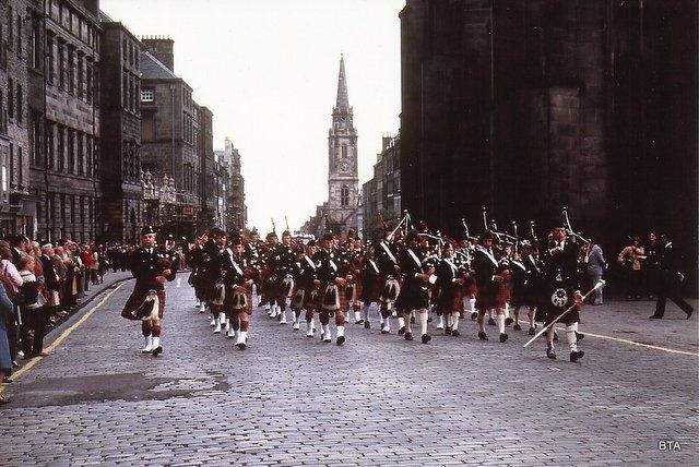 Pipers on Edinburgh's Royal Mile