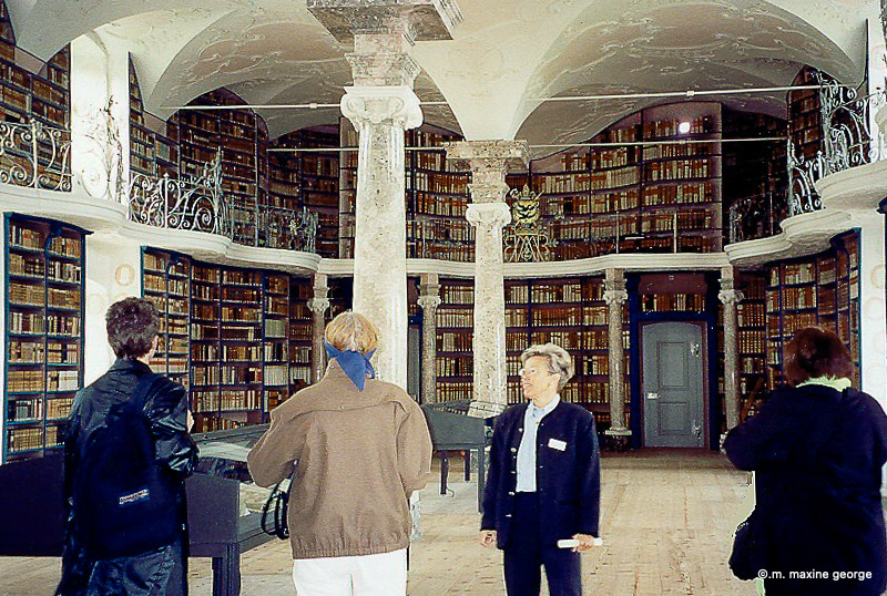 History of the Stiftsbibliothek is explained to visitors by guide.